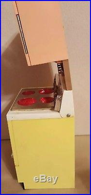 VINTAGE DELUXE READING DREAM KITCHEN Barbie 1960's with Accessories Stove Works