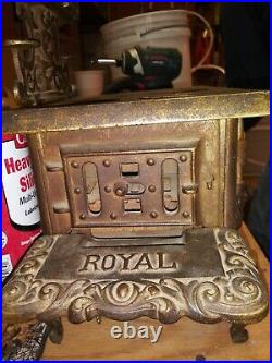Vintage Large Antique Royal Cast Iron Salesman Sample Stove